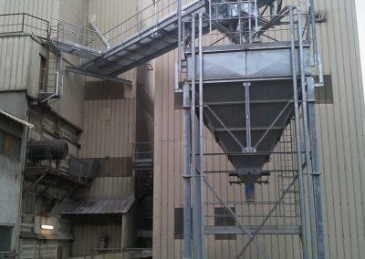 Implantation d'un silo, convoyeur à chaine et fabrication des passerelles d'accès . L'ensemble entièrement galvanisé